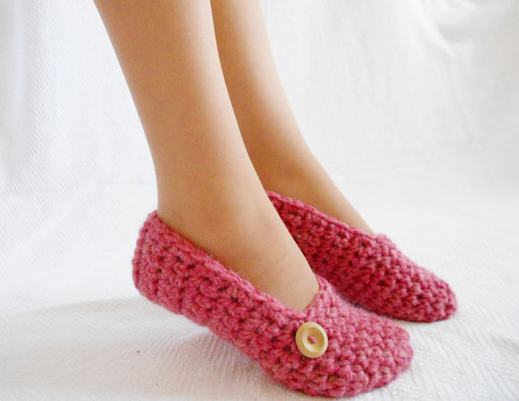wool-slippers-crochet-women-pink