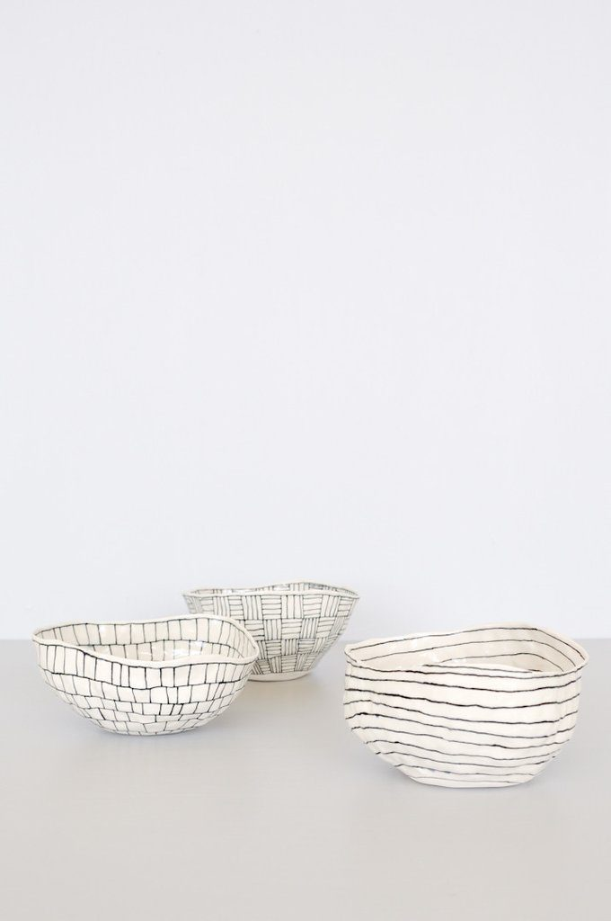 koromiko-white-etched-bowls-black-white