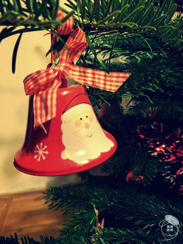 christmas-tree-santa-claus-bell-red-decoration-1