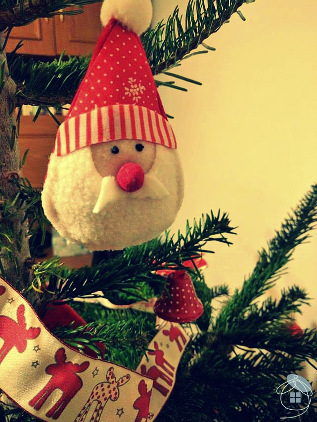 christmas-tree-santa-claus-material-red-decoration-1