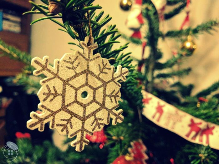 christmas-tree-snow-flake-white-decoration-1